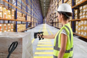 mc3390r-photography-application-warehouse-woman-scanning-box-print-300dpi